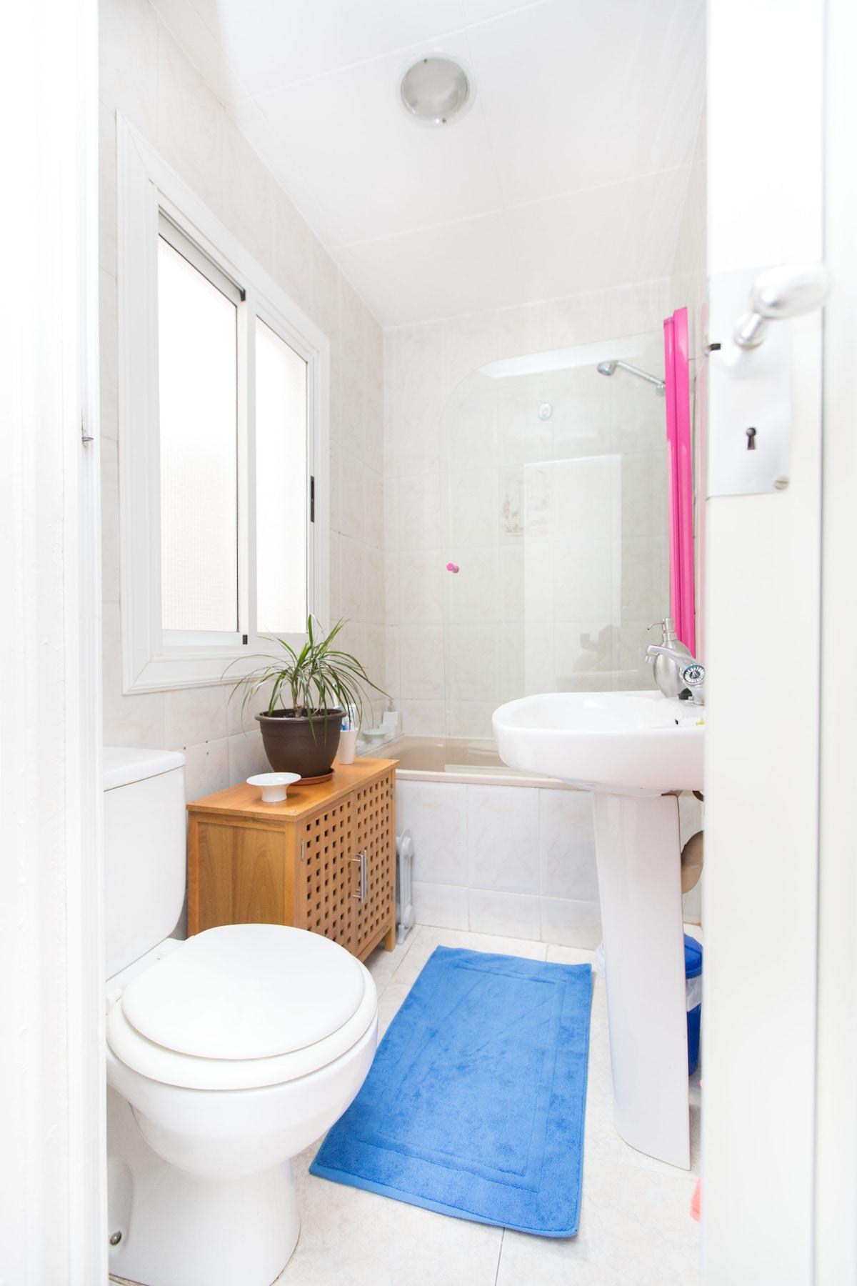 Your private bathroom - Tu baño privado