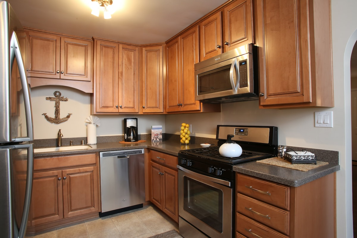 Fully furnished kitchen with all the amenities