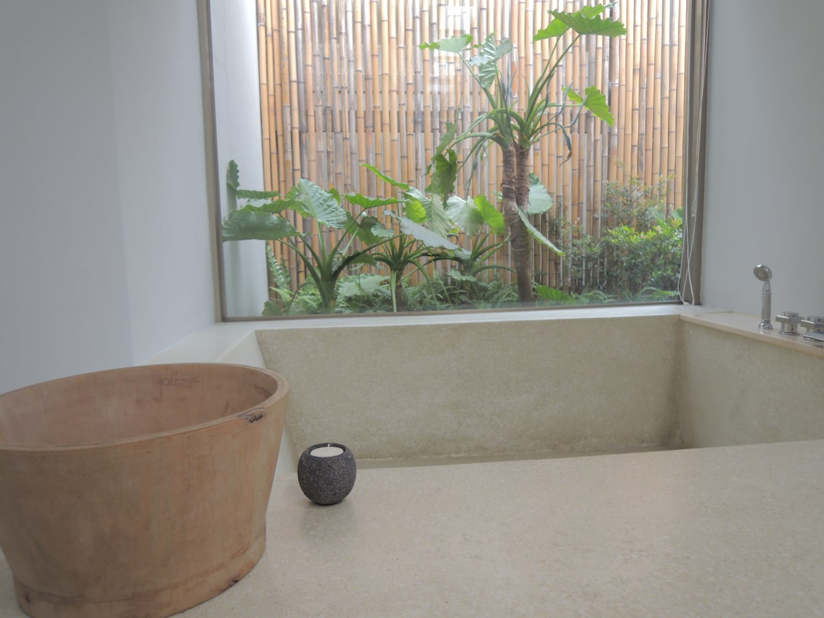 Modern Beitou Stay with Hot Tub II