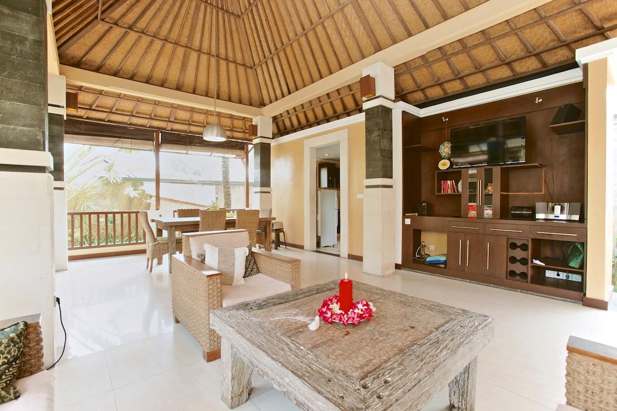 Villa with 4 bedrooms & pool, Sanur