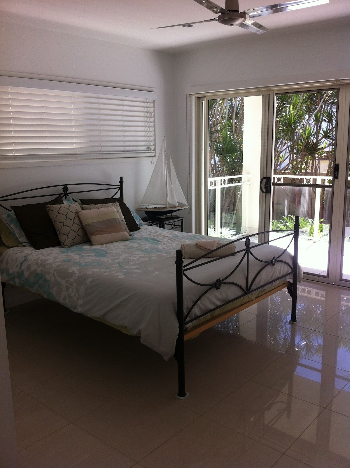 Twin Share Room with 1 Queen Bed, Private Entrance & Balcony.