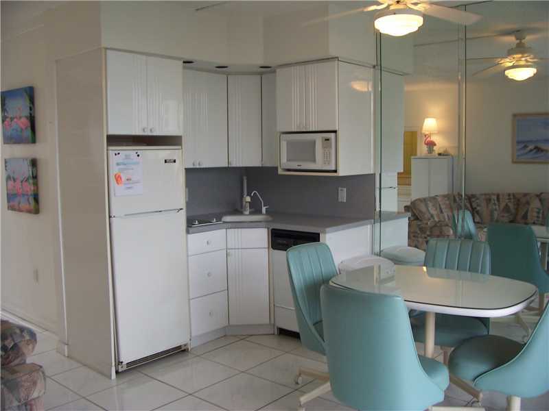CHARMING CONDO IN CLEARWATER BEACH!