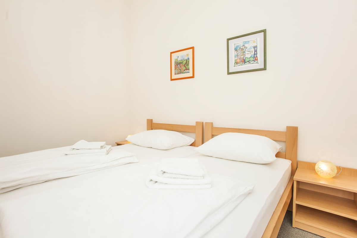 Markale-room B,private bath,1-2 ppl