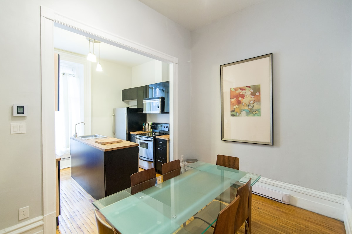 Great location!!!! 2 blocks from Berri-UQAM metro station & 5 min walk to old montreal !