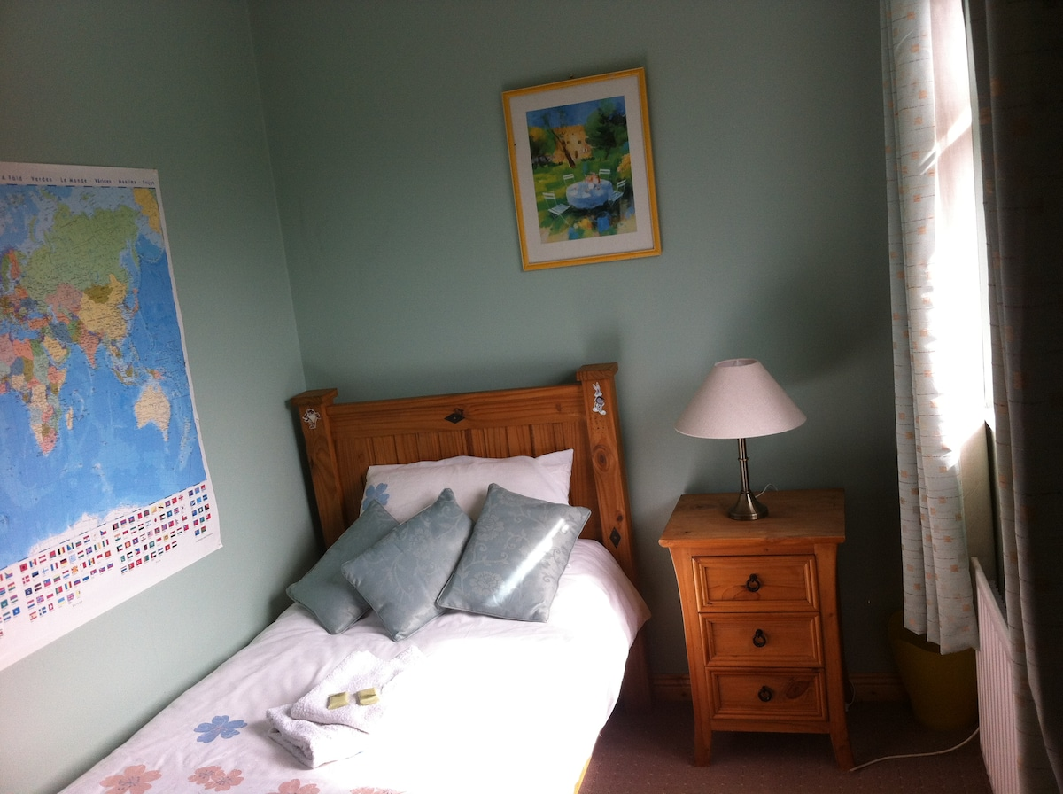 Single room in 4 Willow Park