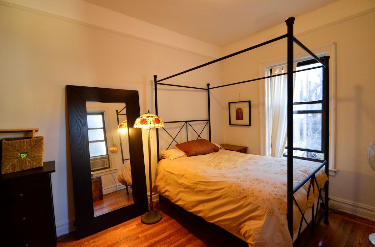 Bedroom, fullsized four poster bed.