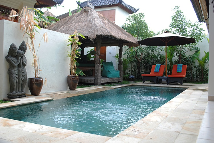 The 8 meter pool can be seen from everywhere in the villa.