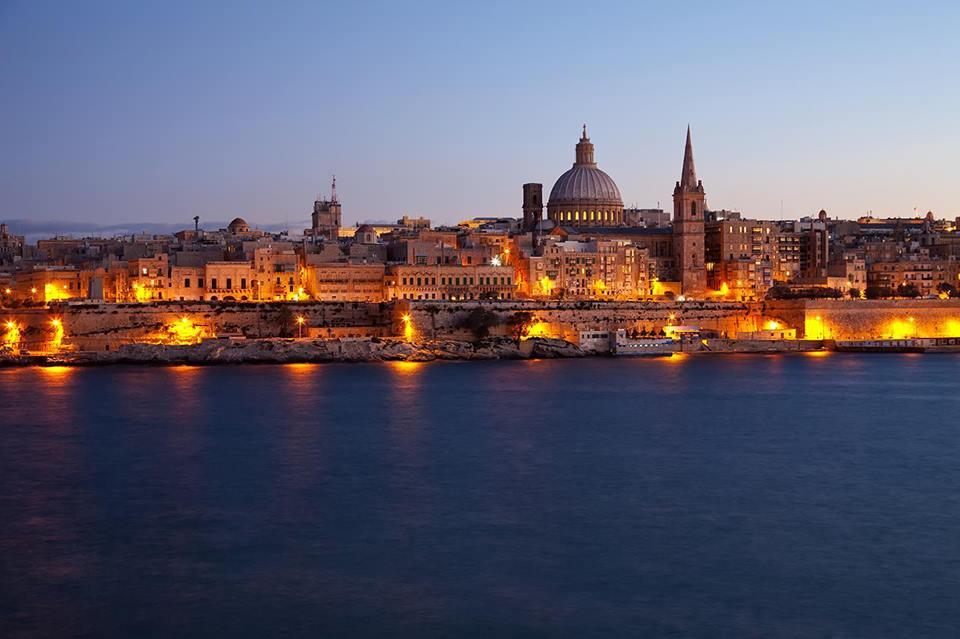 Valletta is 5 mins walk away Top Fl