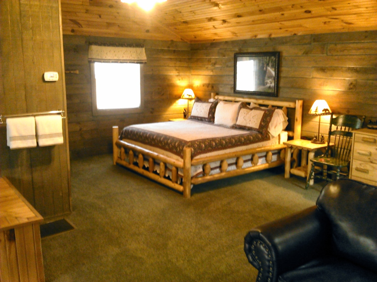 Quality linens & towels, new carpet & flooring 4/10/14. Real Log Walls.