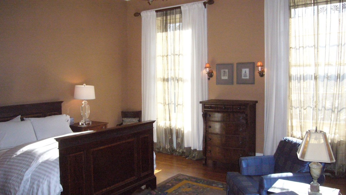 Bedroom, prvt. bath in Mount Vernon