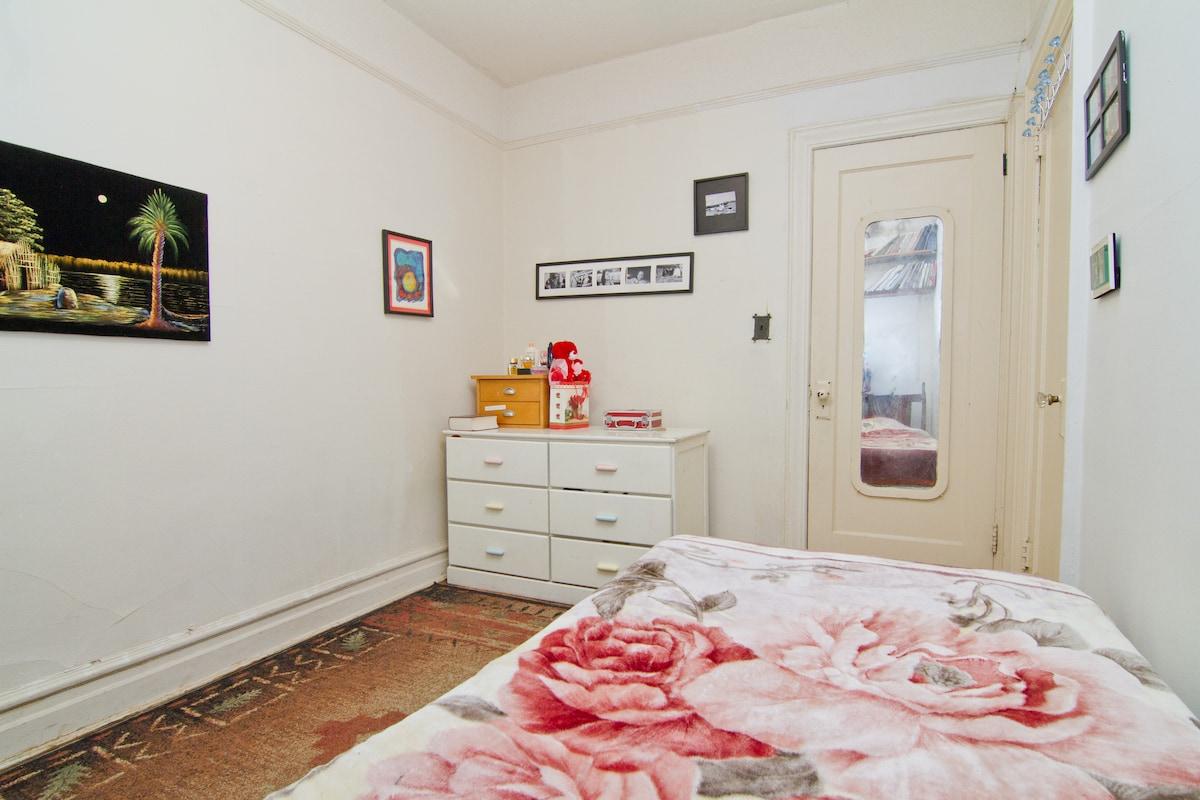 Private bedroom/ near Prospect Park