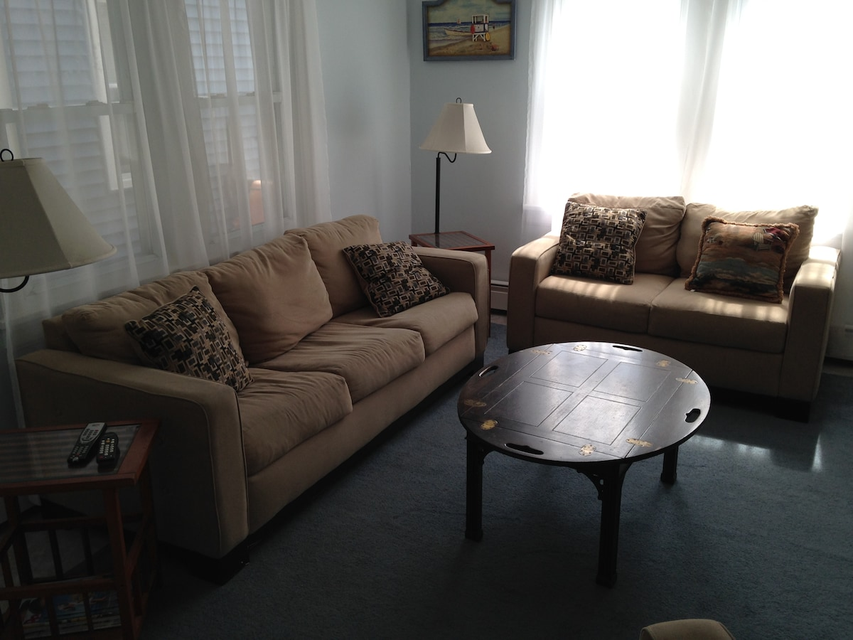 Affordable 2 Bdrm-1 block to beach!
