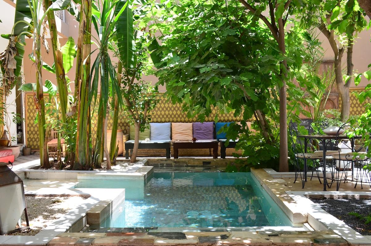 garden/pool view room en suite