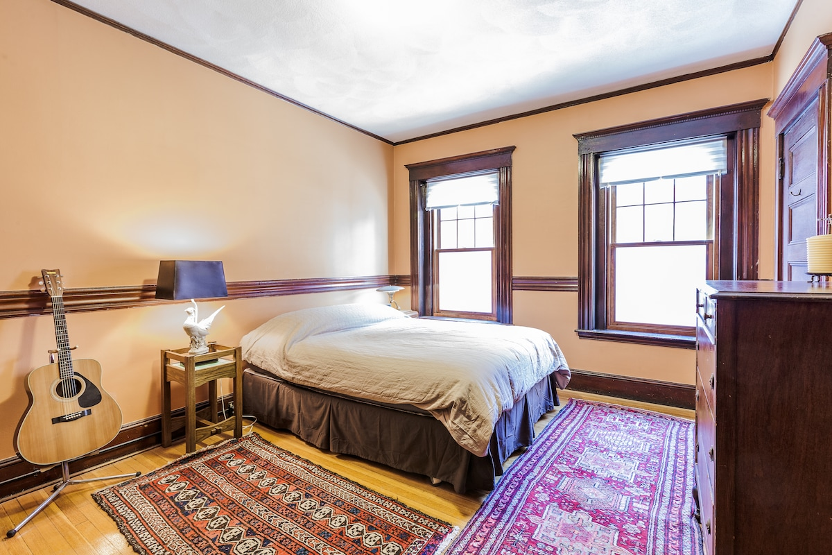 Comfortable Queen Size Bed and Acoustic Guitar!