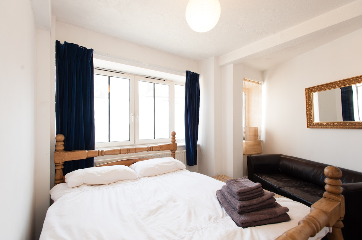 King Bed By the Thames+Breakfast