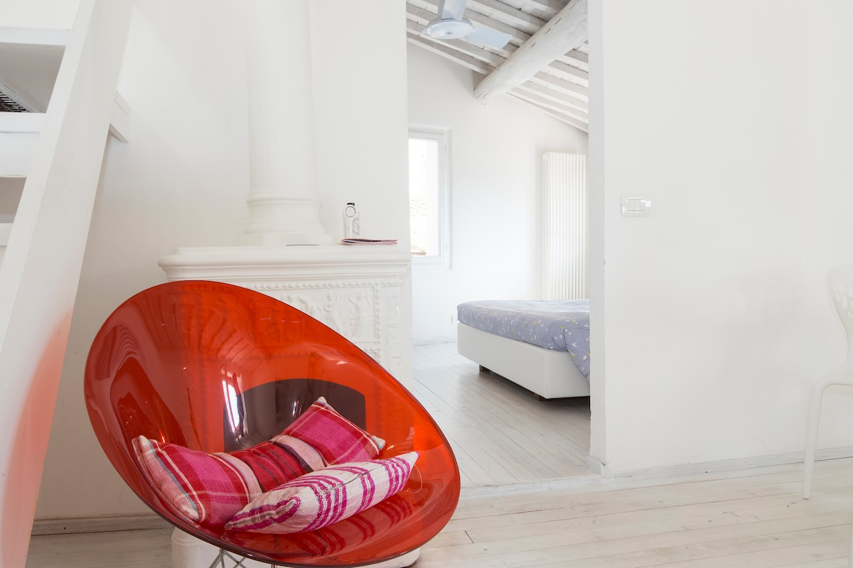 Bright loft near Piazza del Campo