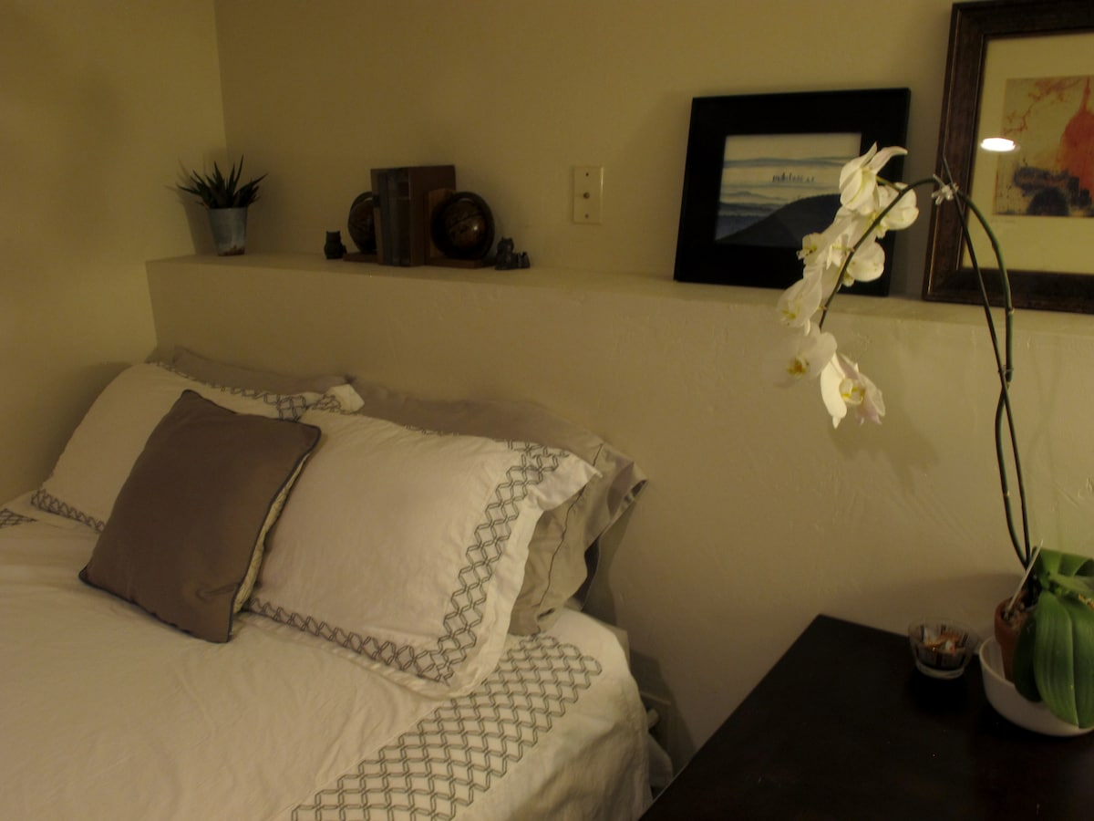 Quiet and peaceful, housekeeper comes every other week during your stay.