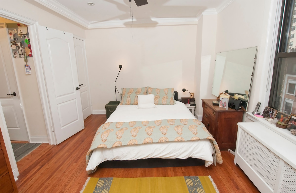 Bedroom...Queen sized bed...excellent linens...homey and comfortable
