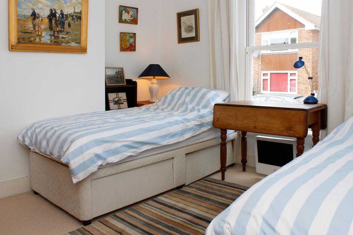 Second Bedroom - 2 Single Beds.