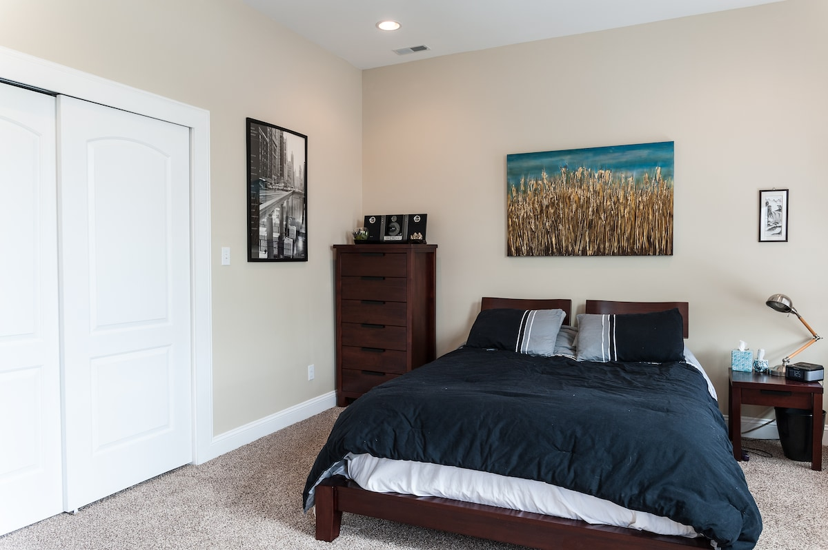 Serene, open, minutes from downtown