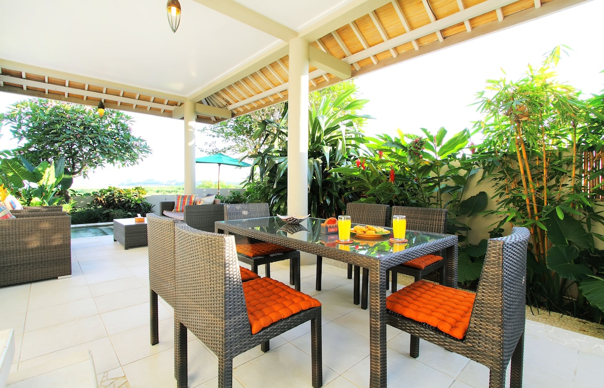 Downstairs dining area and garden