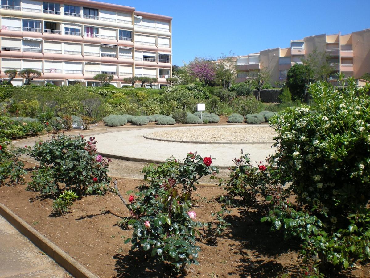 résidence vue de la plage et jardin