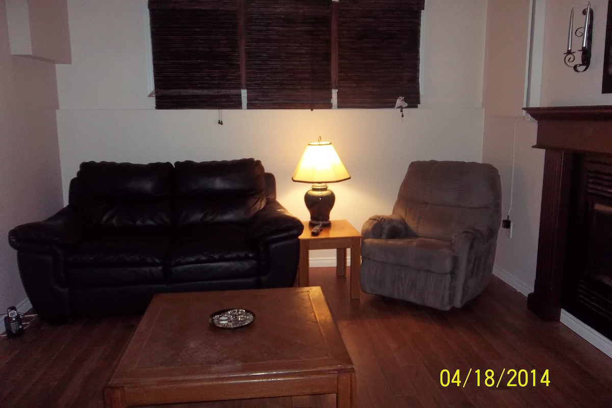 Cozy living room with T.V, f/p seats 4 to 6 room for added seating