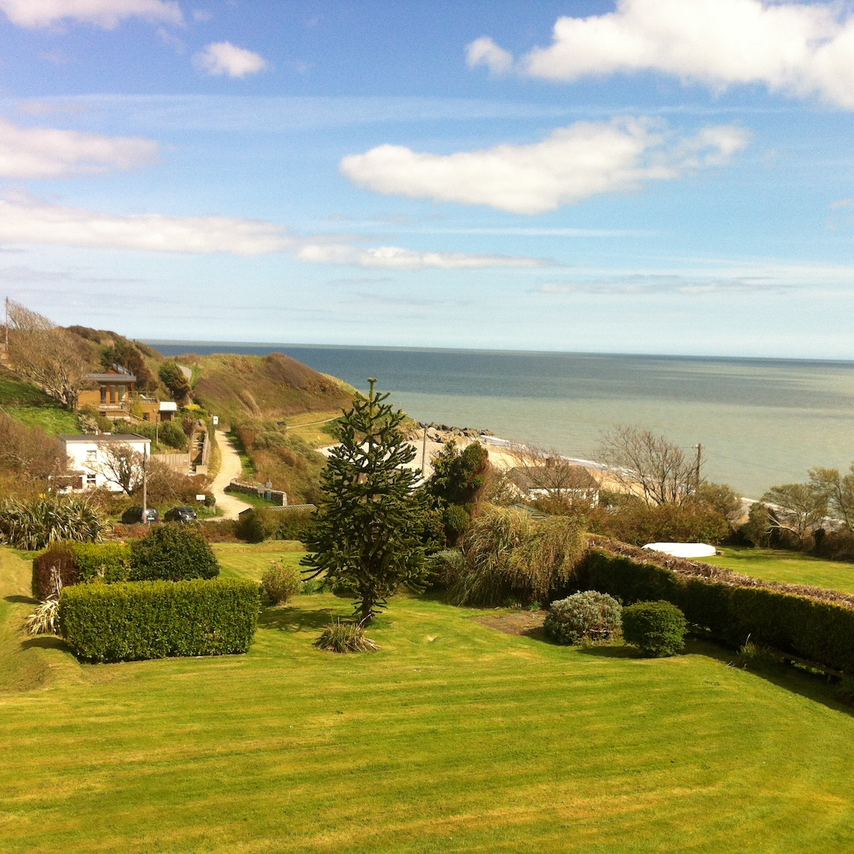 Seaview from Front bedroom and dining area. A small grass path leads from the garden directly to the  beach.