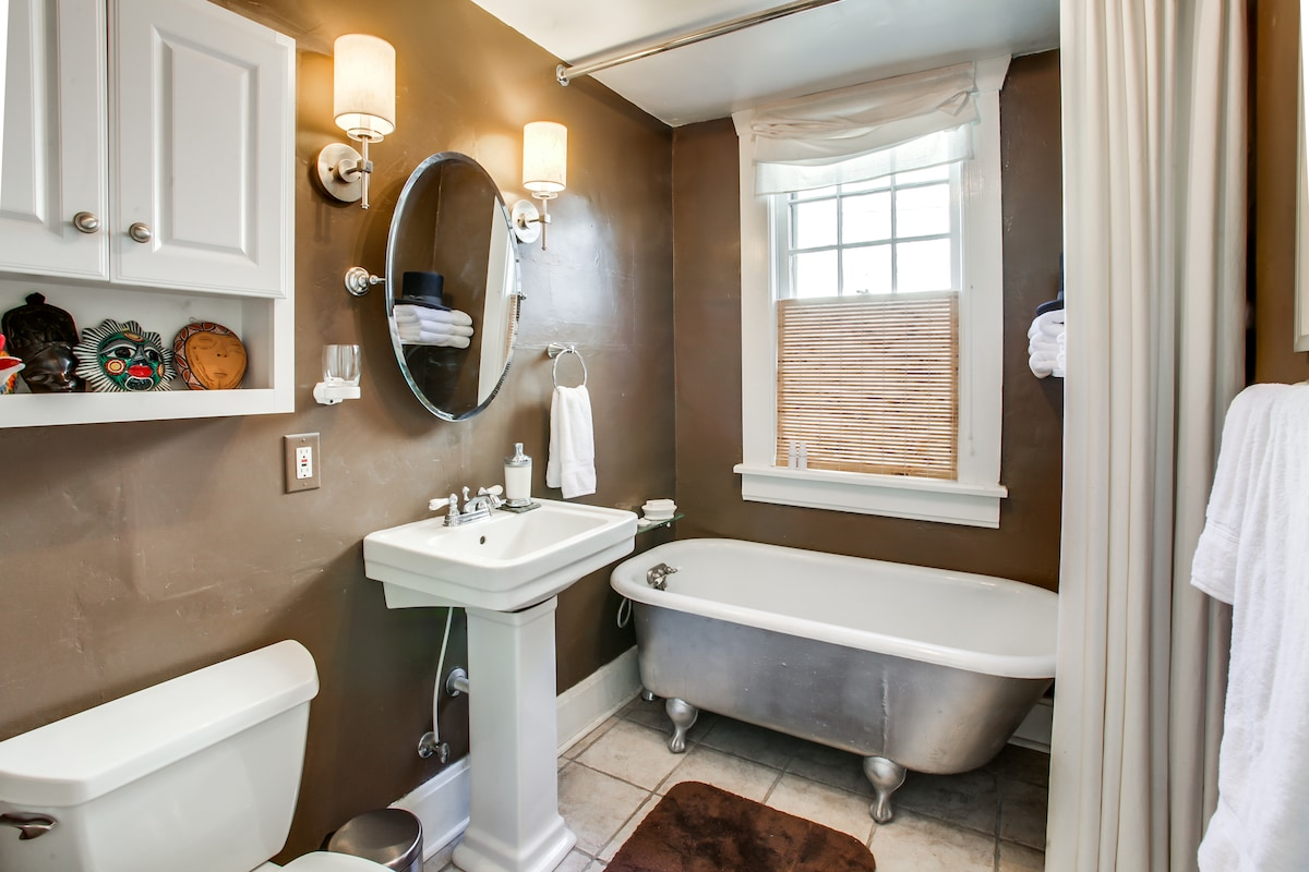 A chocolate bathroom that blends old and new.