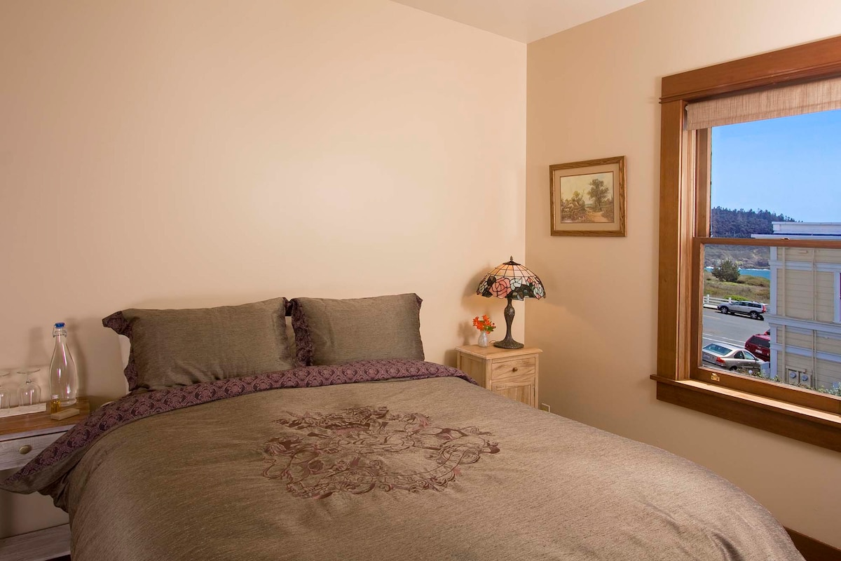 Queen size beds in all our rooms. Simple, and cute