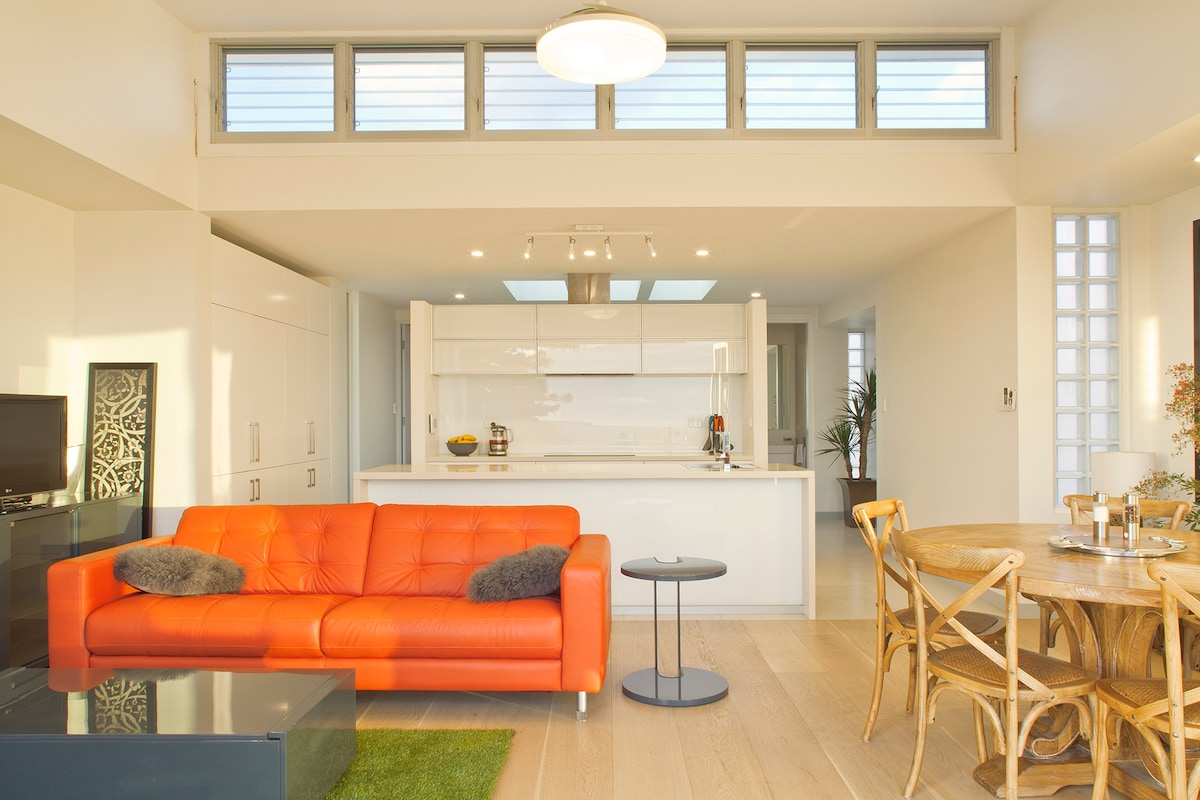 Modern open plan living, dining and kitchen