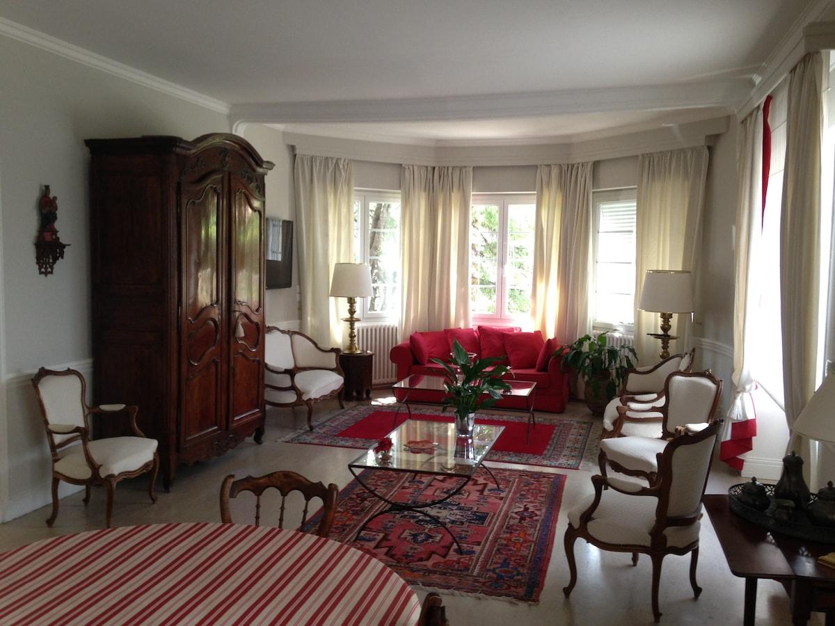 Salon spacieux de 60 m²