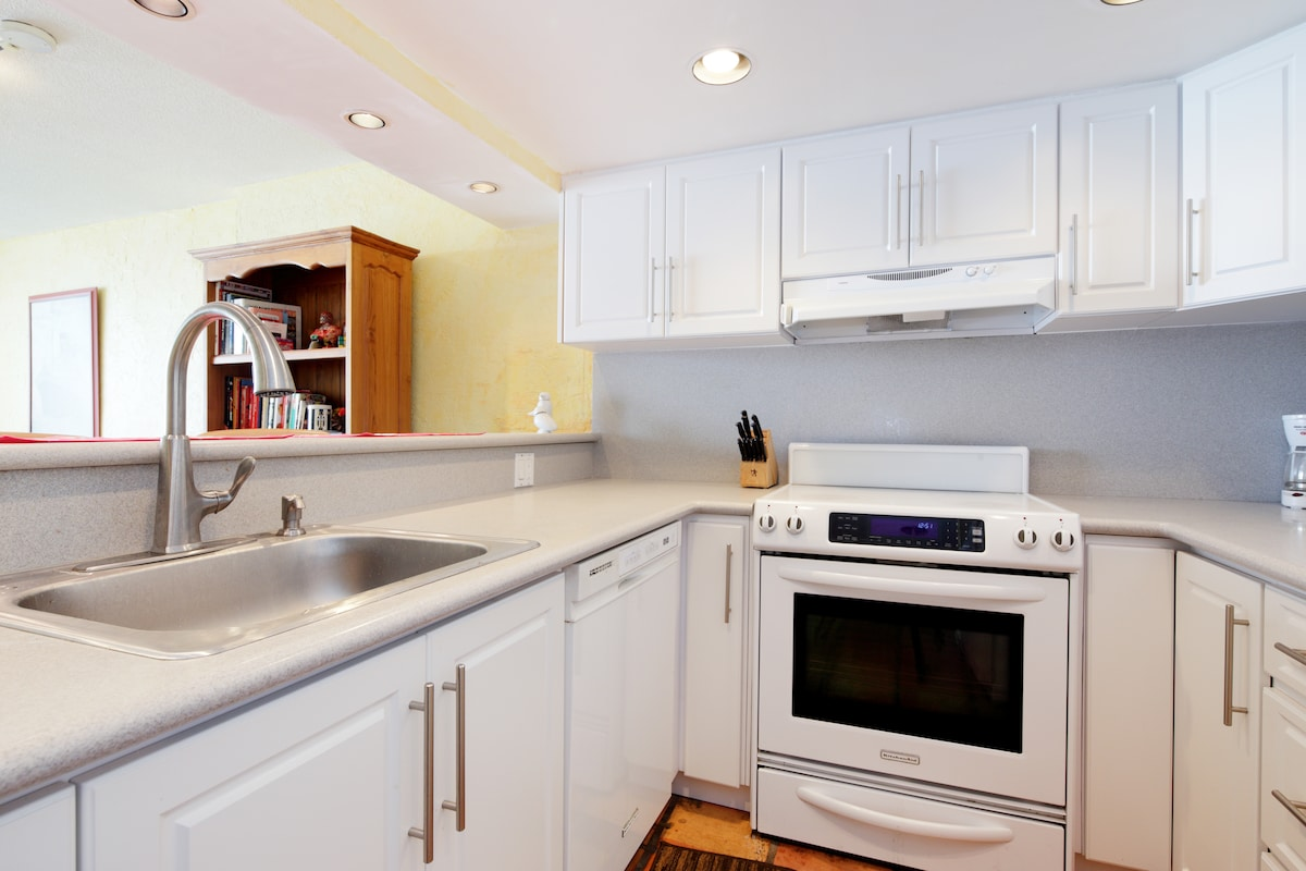 All New Appliances, Dishwasher, Stove/Oven, Refrigerator and Microwave