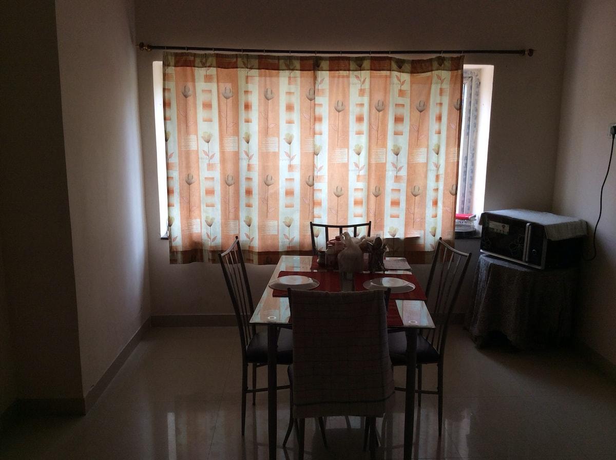 Pvt. room in a 3 BR flat@Gachibowli