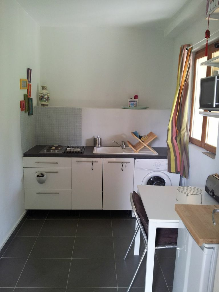 fully equipped kitchen, washing machine, toaster, microwave oven, boiler