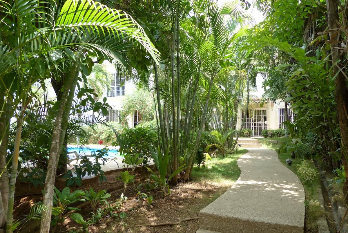 Condo w/ pool-Special $650 a week