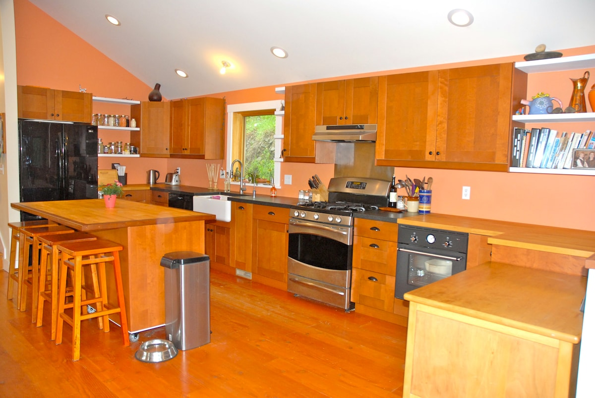 Spacious and inviting kitchen.