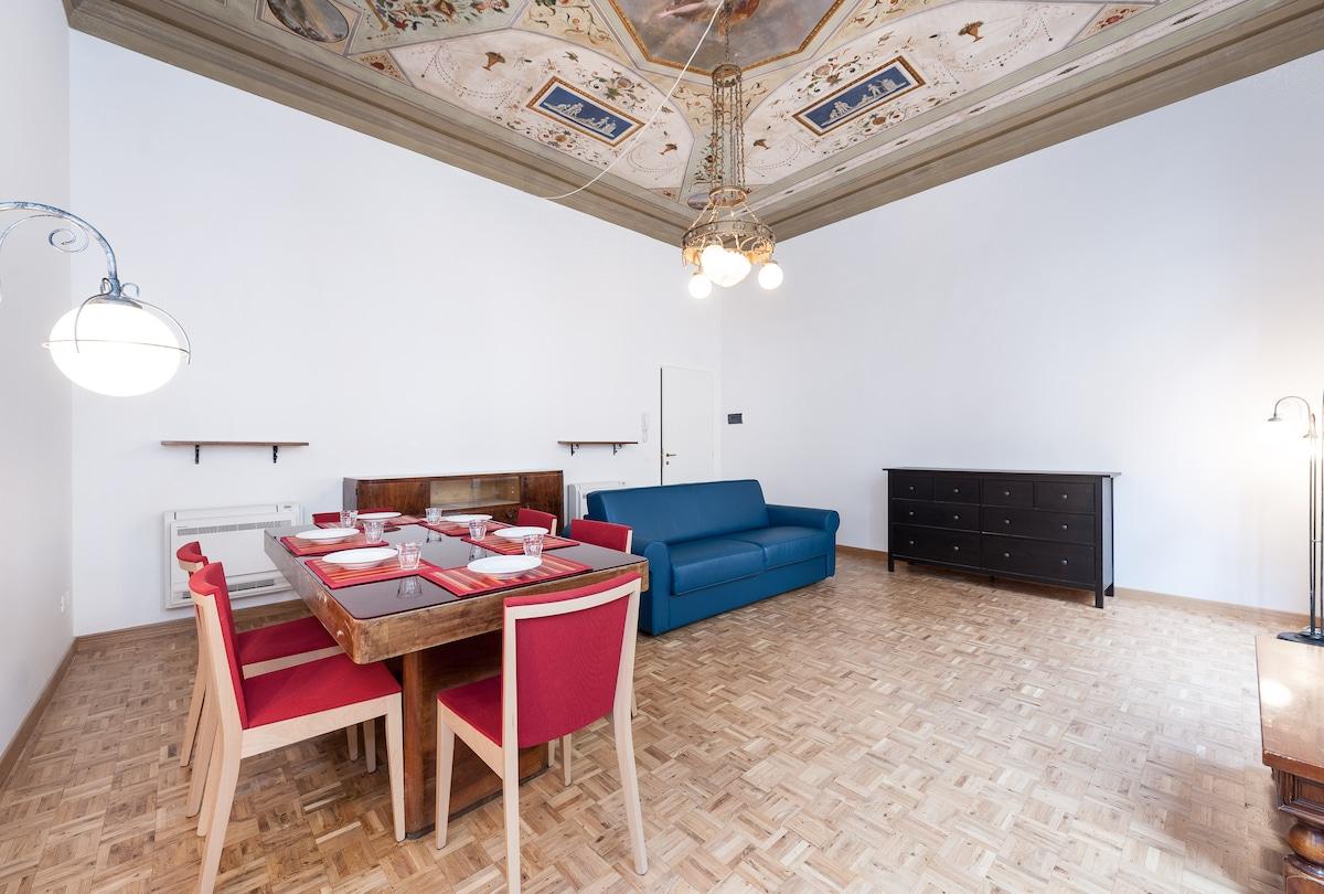 Fabulous Piazza Duomo Apartment