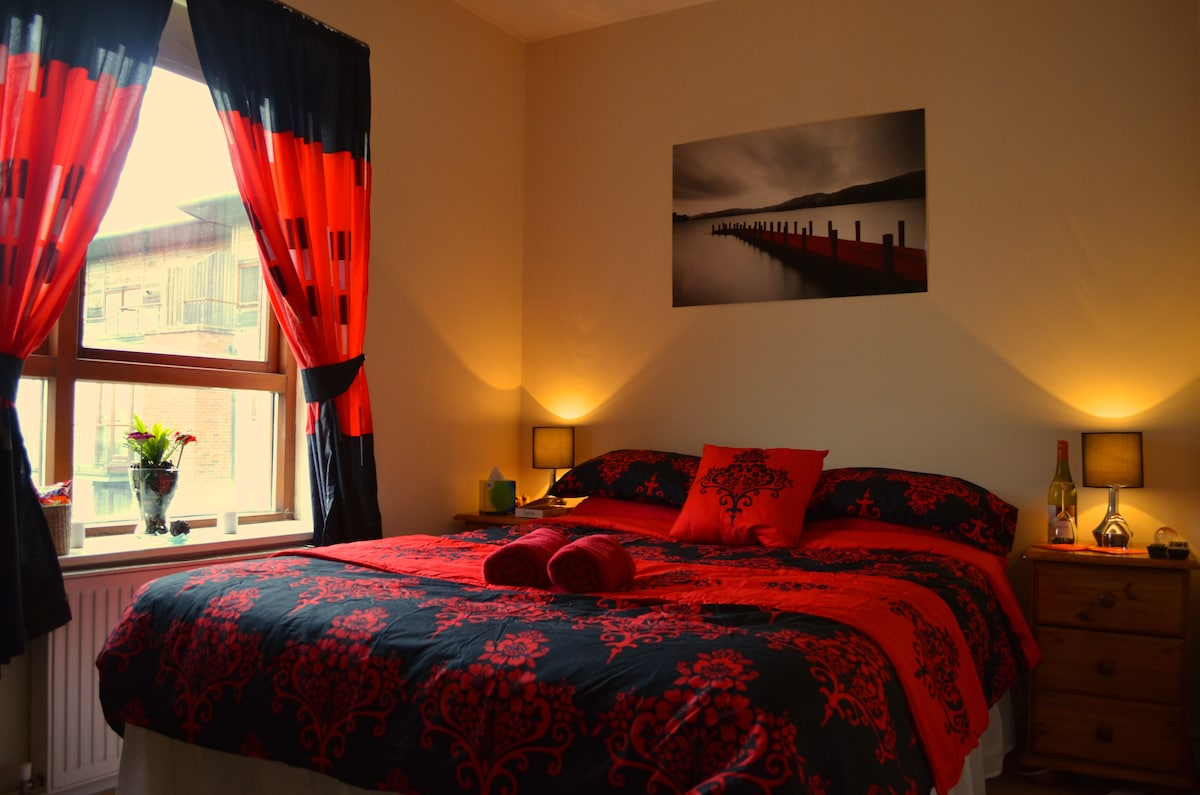 Double Ensuite Bedroom Near Airport