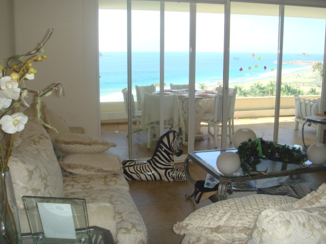 Los muebles de nuestro Living Room son los mas cómodos para que disfrutes ya sea ver el atardecer, ver películas o la TV.