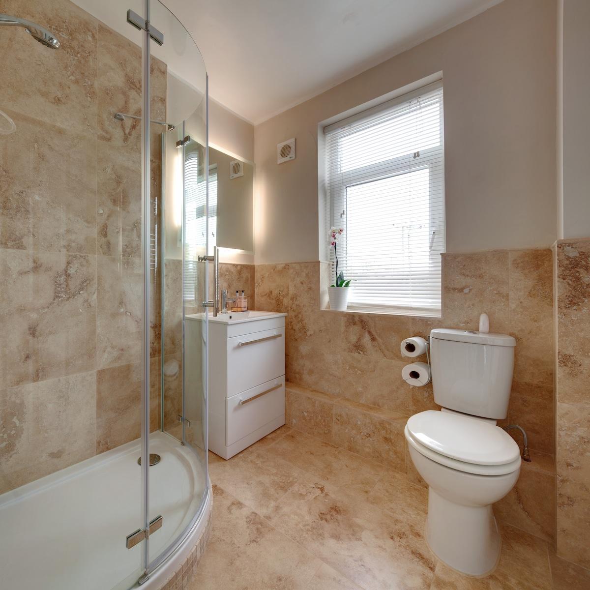 Bathroom has a Oxford   skyline panorama