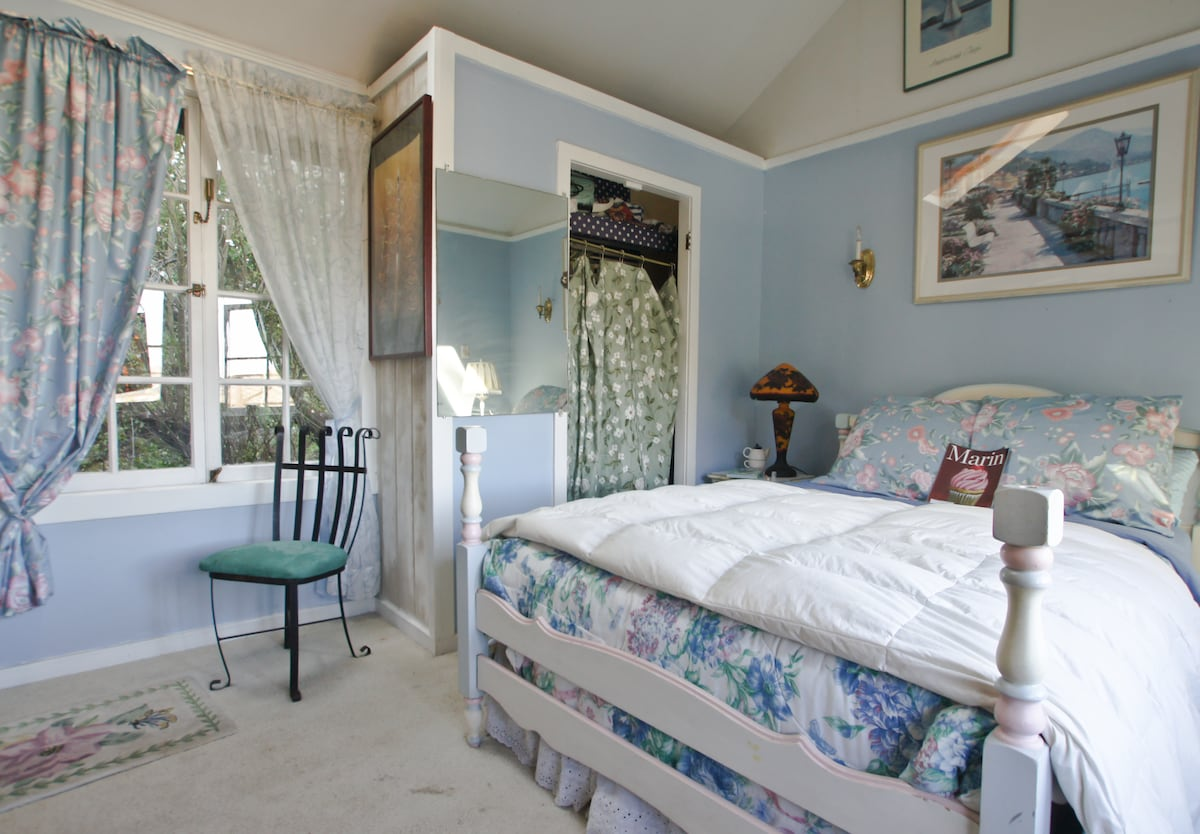 blue bedroom overlooks the deck and private garden