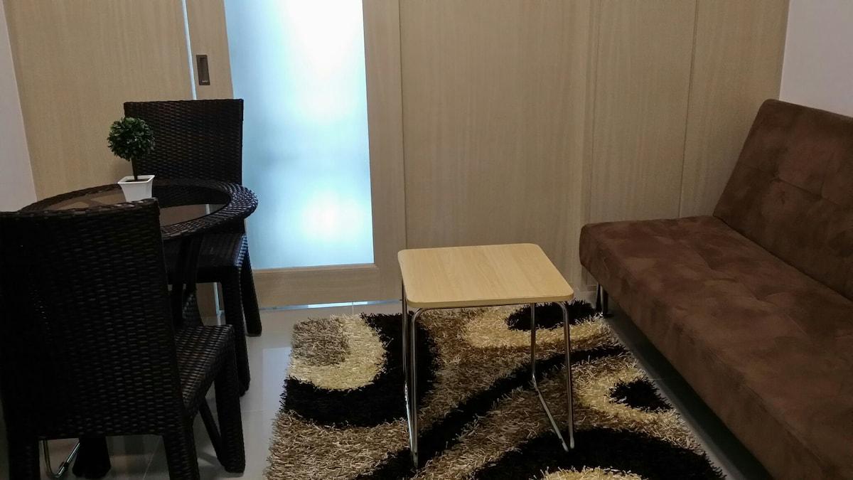 1 bedroom condo with balcony