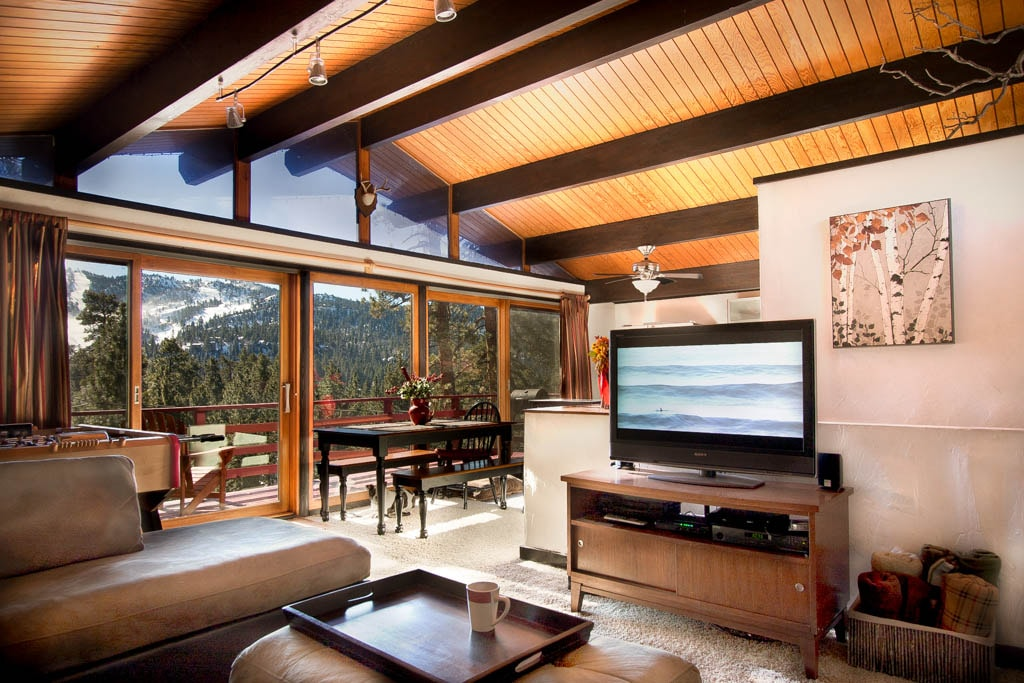 Treehaus Chalet - Slope Views!
