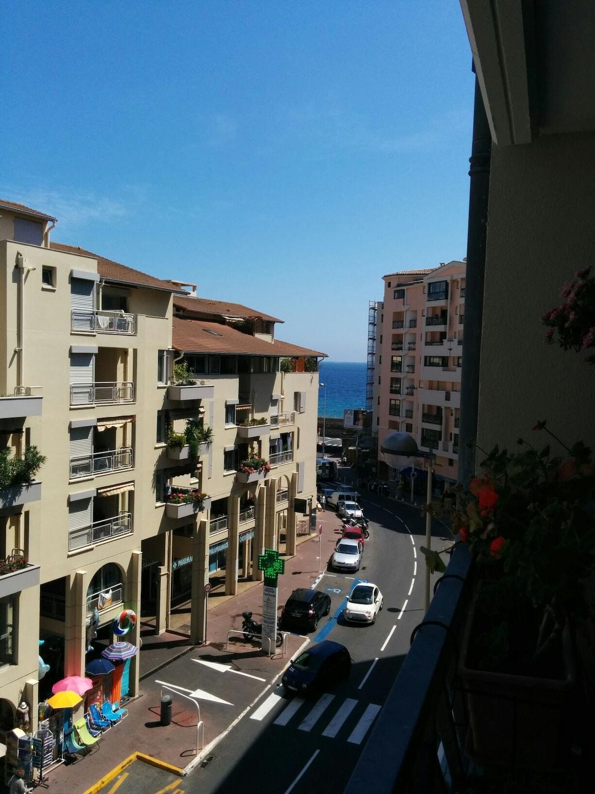Cannes la Bocca - Room near see