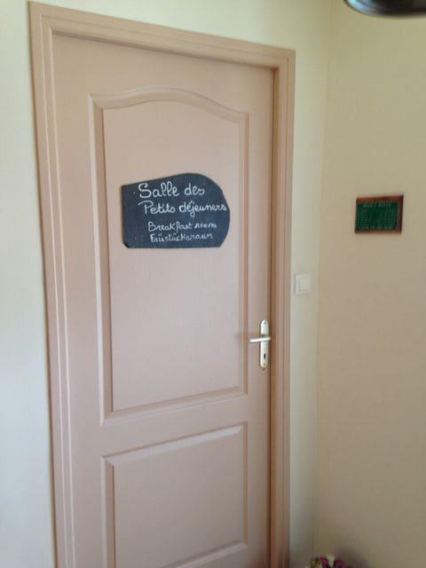 porte de la salle des petits déjeuners 1° Etage