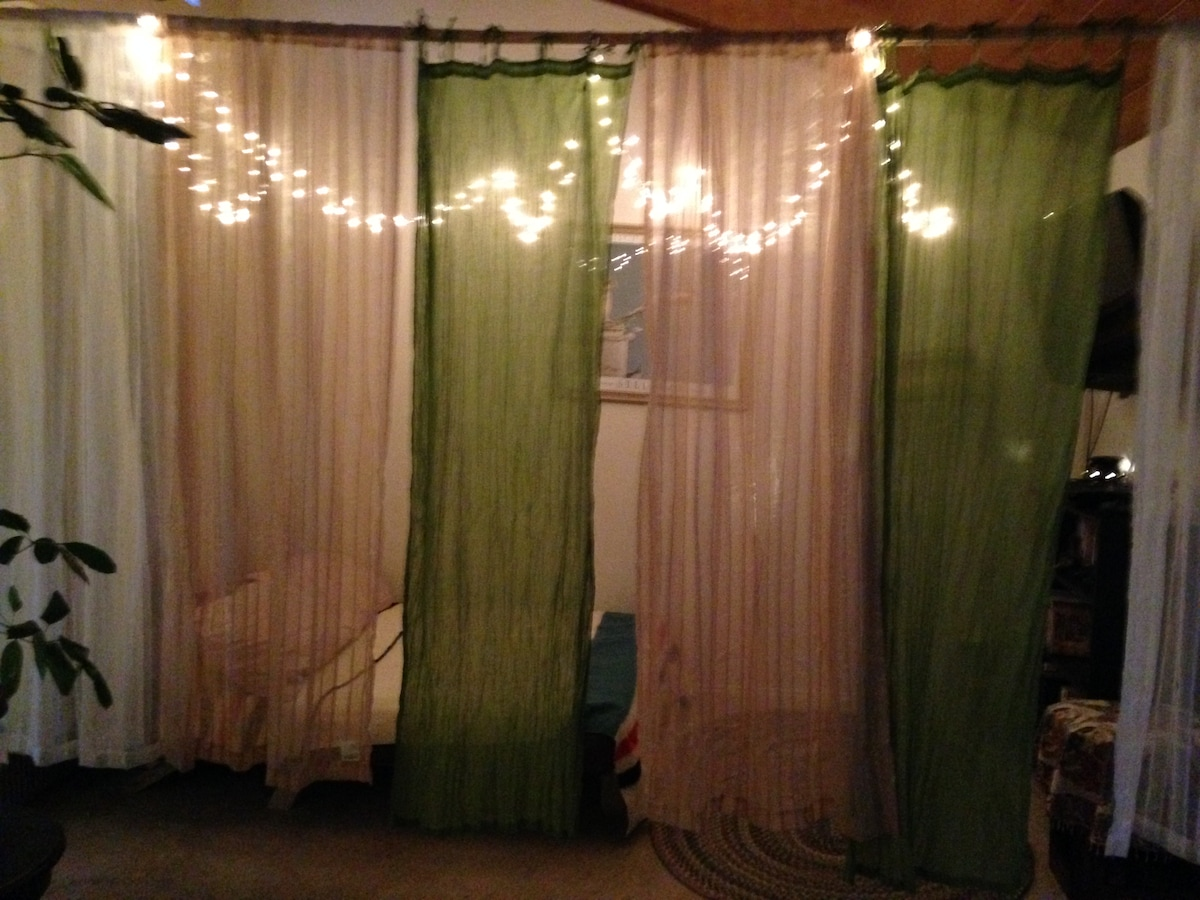 Evening close curtains for added privacy (guest area #1)