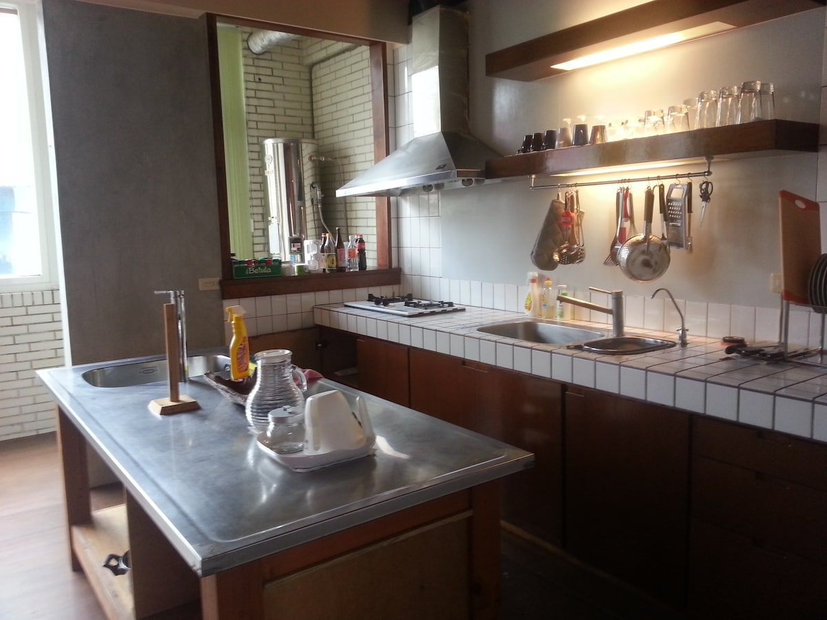 Spacious 2BDR apt by Train Station!