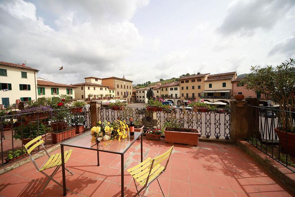 Sunny Apt.in the heart of Chianti !