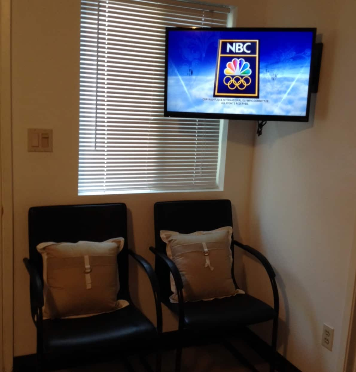 """View of Sitting area, and 32"""" Wi-Fi enabled HDTV"""